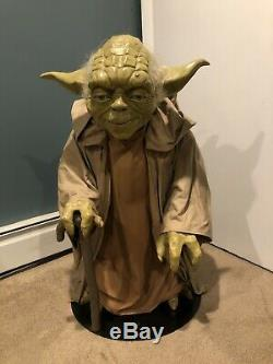 Blockbuster Video Star Wars Phantom Menace Life-Size Yoda Replica Prop Statue