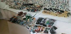 Huge collection of 1225 Lego Star Wars minifigures and huge set of accessories